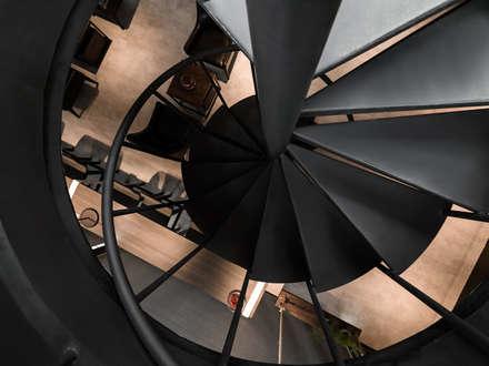 旋轉樓梯:  餐廳 by 存果空間設計有限公司