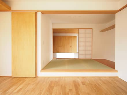 eclectic Media room by SQOOL一級建築士事務所