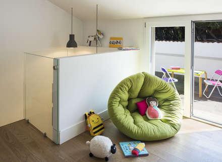 Mia House: Cameretta in stile  di Arabella Rocca Architettura e Design