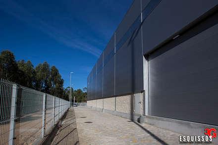 Manitowoc Crane Group - Pavilhão Industrial: Espaços comerciais  por Esquissos 3G