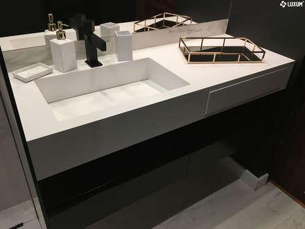 Umywalka na wymiar z minimalistycznej łazience: styl , w kategorii Łazienka zaprojektowany przez Luxum