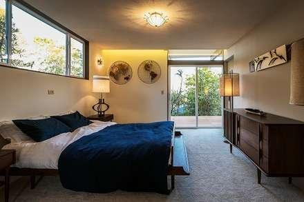 A home: Ju Design 建築設計室が手掛けた寝室です。
