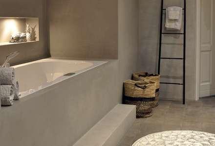 Cleopatra ligbad / bubbelbad zijaanzicht: moderne Badkamer door Cleopatra BV