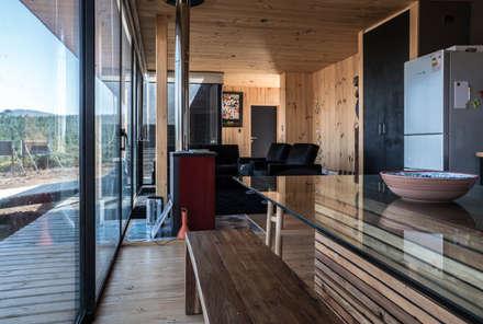 casa tunquen: Comedores de estilo minimalista por GZ Fotografia