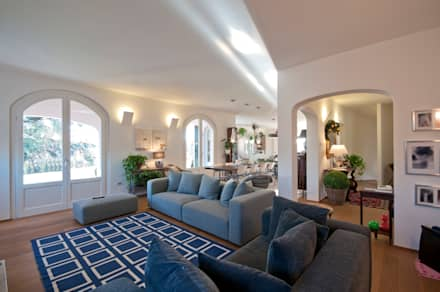 Villa in Brianza: Soggiorno in stile in stile Classico di Tamara Gerosa