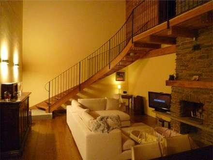 Escaleras de estilo  por Studio di architettura e progettazione di interni - Architetto Filippo Chiocchetti