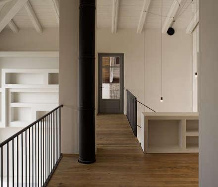 Ornati 21: Studio in stile in stile Minimalista di Carlo Brocardo Architetto