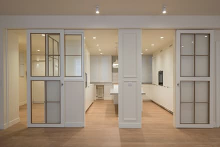Glass doors by Sube Susaeta Interiorismo