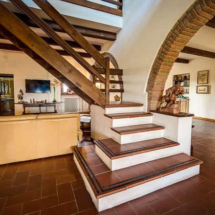 la scala: Scale in stile  di Morelli & Ruggeri Architetti
