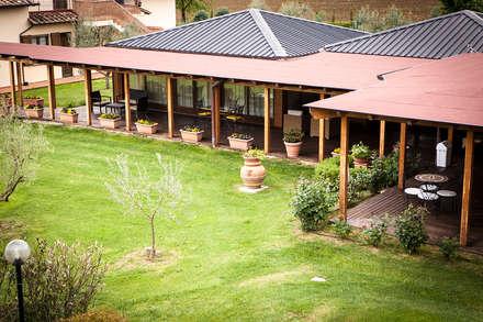 .: Casa di legno in stile  di Morelli & Ruggeri Architetti