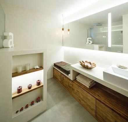 Reforma de Baño en Vivienda: Baños de estilo mediterráneo de Sezam disseny d'Interiors SL