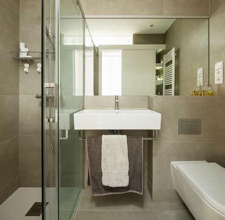 Reforma Baño en Vivienda: Baños de estilo escandinavo de Sezam disseny d'Interiors SL