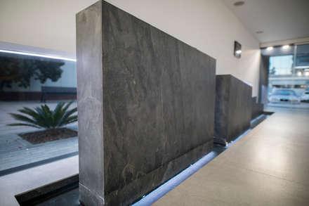 Oficinas Andamur: Estudios y despachos de estilo industrial de JUANCHO GONZALEZ