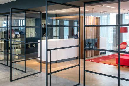 Herringbone office floor :  Kantoorgebouwen door Uipkes Wood Flooring
