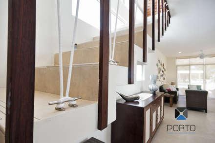 Escaleras de estilo  por PORTO Arquitectura + Diseño de Interiores
