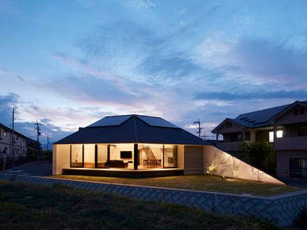 新屋敷の家: 小松隼人建築設計事務所が手掛けた家です。