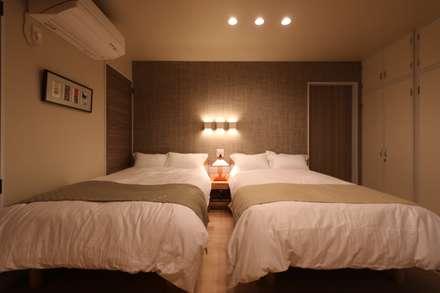 ホテルスタイルの寝室: 株式会社井蛙コレクションズが手掛けた寝室です。