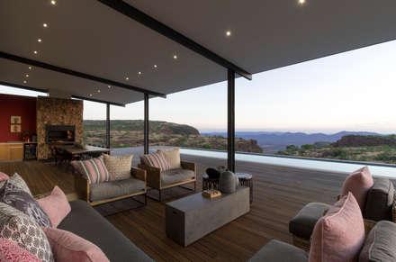 Entertainment area :  Patios by Hugo Hamity Architects