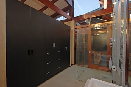 Guest Dressing and Bathroom: modern Dressing room by Hugo Hamity Architects
