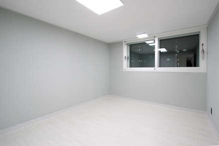 moderner Multimedia-Raum von 한 인테리어 디자인