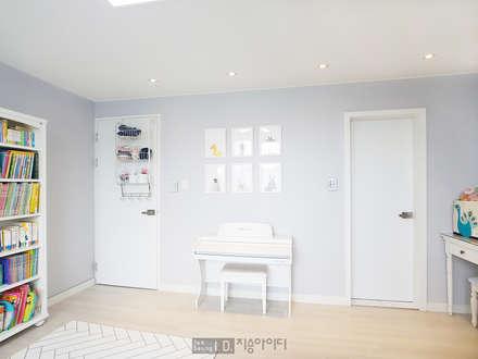 미니멀, 트렌디하게 향촌현대 4차아파트 32평: 지승아이디의  아이방