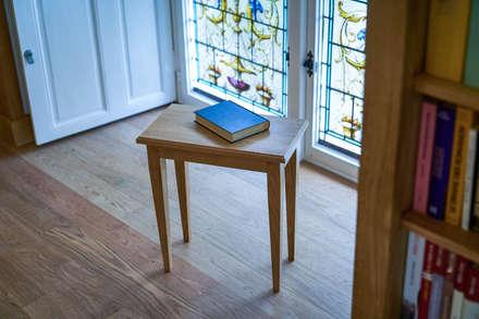 Design et création d'un tabouret pour la lecture: Bureau de style de style Classique par MAISON LOUIS-MARIE VINCENT