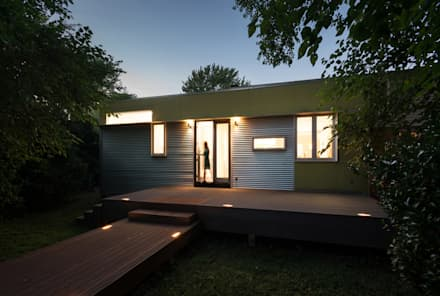Foto Box House:  Patios & Decks by KUBE Architecture