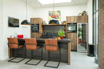 industrial Kitchen by RestyleXL