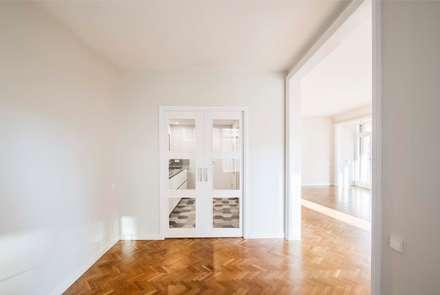 Rehabilitando un piso con 60 años de historia: Comedores de estilo clásico de Silvia R. Mallafré