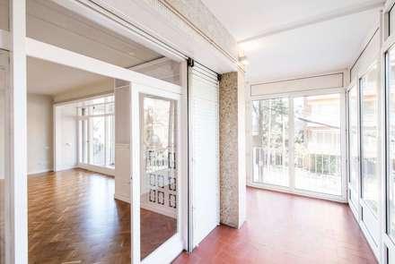 Rehabilitando un piso con 60 años de historia: Terrazas de estilo  de Silvia R. Mallafré