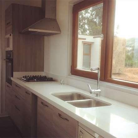 Tủ bếp by Territorio Arquitectura y Construccion