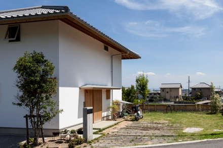 斑鳩の家: 中山建築設計事務所が手掛けた一戸建て住宅です。