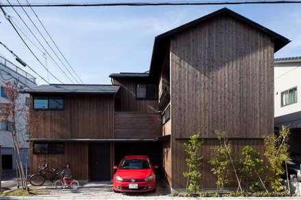 伏見の家: 中山建築設計事務所が手掛けた木造住宅です。