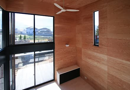 天井の高いリビング: 石川淳建築設計事務所が手掛けたリビングです。