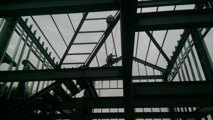 Telhados  por 安居屋有限公司