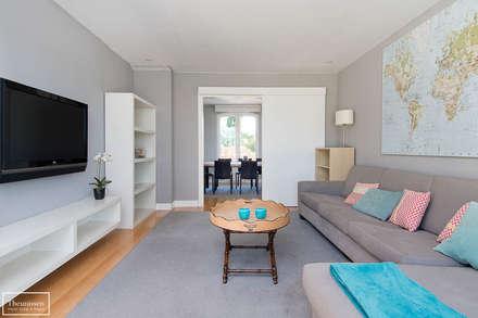 Home Staging vivienda amueblada en Las Rozas Golf - Madrid: Salas multimedia de estilo moderno de Theunissen Home Staging