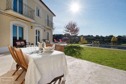Home Staging vivienda amueblada en Las Rozas Golf - Madrid: Terrazas de estilo  de Theunissen Home Staging