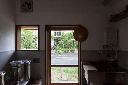 Деревянные окна в . Автор – 中山建築設計事務所