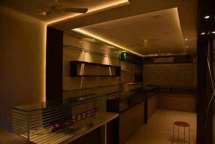 Studio in stile in stile Asiatico di BETWEEN THE WALLS