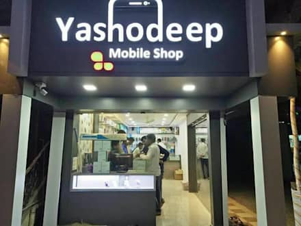 2. YASHODEEP MOBILE SHOPEE,VITA.: asian Study/office by BETWEEN THE WALLS