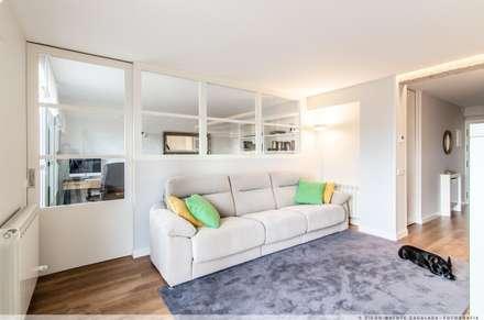Reforma Integral de Vivienda: Salones de estilo minimalista de TALLER VERTICAL Arquitectura + Interiorismo
