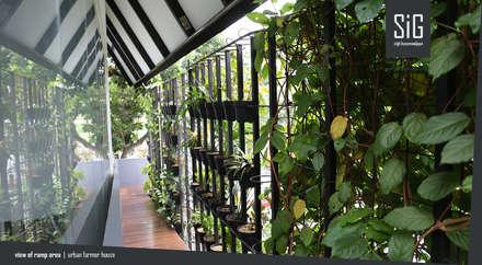 Rumah Kebun Mandiri Pangan (Food Self-Sufficiency House):  Koridor dan lorong by sigit.kusumawijaya | architect & urbandesigner