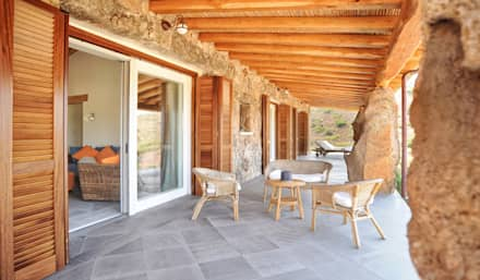 veranda colazioni e relax: Terrazza in stile  di Alfredo Pulcrano