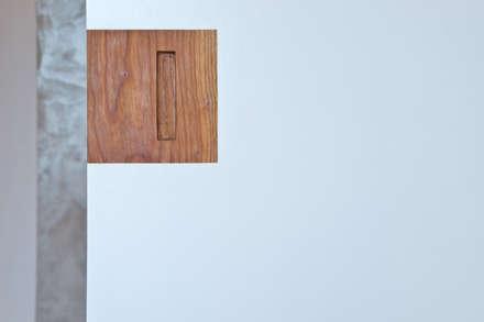 REFORMA VIVIENDA EN BARCELONA: Puertas de estilo  de es-pai, paisatgisme i arquitectura integral