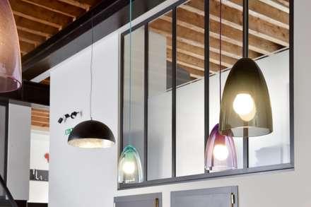 Tout en bois, verre et metal : Bureau de style de style Industriel par Rénow