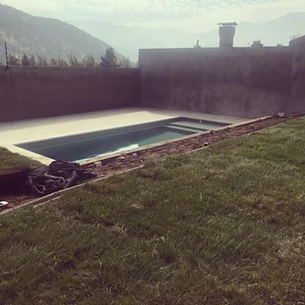 PAISAJISMO CASA LO BARNECHEA: Jardines de estilo mediterraneo por SIXART