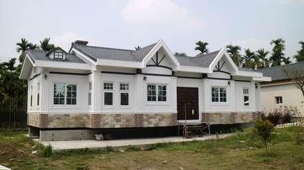 Casas de campo de estilo  por 築地岩移動宅