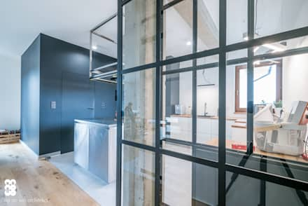 Glass doors by NA NO WO ARCHITEKCI