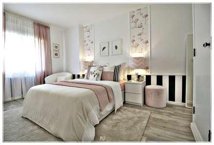 The flamingos bedroom: Quartos clássicos por RG Home Stylist