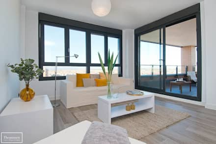 Home Staging con muebles de alquiler en Montecarmelo - Madrid : Salones de estilo moderno de Theunissen Home Staging